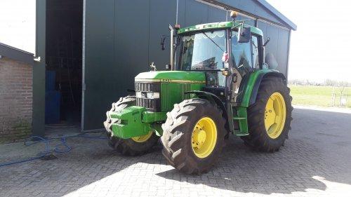 Foto van een John Deere 6400 is ook weer schoon😎. Geplaatst door johndeere6910forever op 28-03-2020 om 16:33:15, op TractorFan.nl - de nummer 1 tractor foto website.
