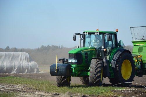 Foto van een John Deere 7430 Premium. Geplaatst door rolandfotografie op 28-03-2020 om 17:43:56, op TractorFan.nl - de nummer 1 tractor foto website.