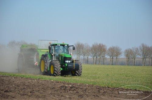 Foto van een John Deere 7430 Premium. Geplaatst door rolandfotografie op 28-03-2020 om 17:44:02, op TractorFan.nl - de nummer 1 tractor foto website.