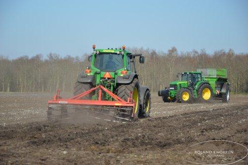 Foto van een John Deere 7430 Premium. Geplaatst door rolandfotografie op 28-03-2020 om 17:44:06, op TractorFan.nl - de nummer 1 tractor foto website.