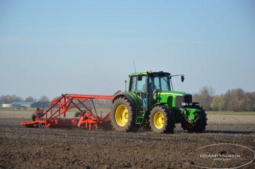 Foto van een John Deere 6520. Geplaatst door rolandfotografie op 28-03-2020 om 17:45:36, op TractorFan.nl - de nummer 1 tractor foto website.