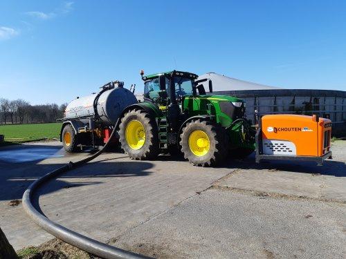 Foto van een John Deere 6250R. Geplaatst door cb6520 op 28-03-2020 om 20:20:34, op TractorFan.nl - de nummer 1 tractor foto website.