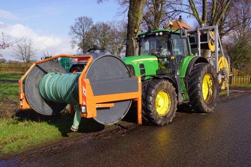 Foto van een John Deere 7430 Premium. Geplaatst door jans-eising op 29-03-2020 om 17:32:50, op TractorFan.nl - de nummer 1 tractor foto website.