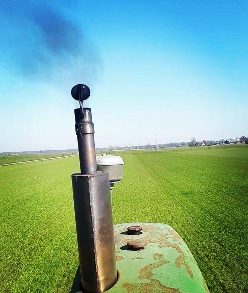 Roken laat ik aan een ander over..🙈 lekker zonnetje erbij.. Geplaatst door Newholland22 op 31-03-2020 om 21:59:29, op TractorFan.nl - de nummer 1 tractor foto website.