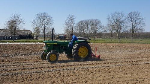 Foto van een John Deere 710 aan het woelen.. Geplaatst door zetor-fan op 06-04-2020 om 12:37:32, op TractorFan.nl - de nummer 1 tractor foto website.