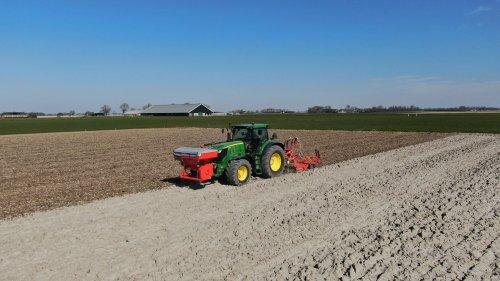 Foto van een John Deere 6210R. Geplaatst door johndeere6910 op 09-04-2020 om 21:31:49, op TractorFan.nl - de nummer 1 tractor foto website.