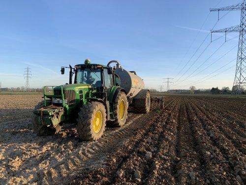 Op deze foto is Maatschap Beulink (Velswijk) × actief met een John Deere 6830 Premium.. Geplaatst door joozt op 11-04-2020 om 14:52:03, op TractorFan.nl - de nummer 1 tractor foto website.