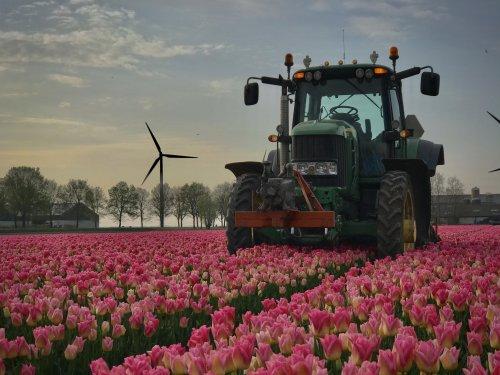Foto van een John Deere 7530 Premium. Geplaatst door marten7810 op 12-04-2020 om 19:09:04, op TractorFan.nl - de nummer 1 tractor foto website.