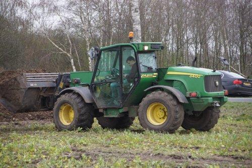 Foto van een John Deere 3400 Telehandler. Geplaatst door jans-eising op 13-04-2020 om 17:59:14, op TractorFan.nl - de nummer 1 tractor foto website.