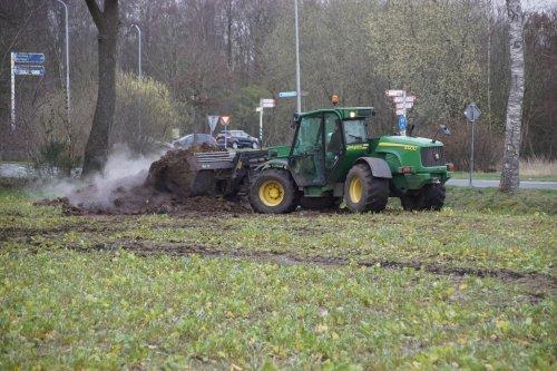 Foto van een John Deere 3400 Telehandler. Geplaatst door jans-eising op 13-04-2020 om 17:59:26, op TractorFan.nl - de nummer 1 tractor foto website.