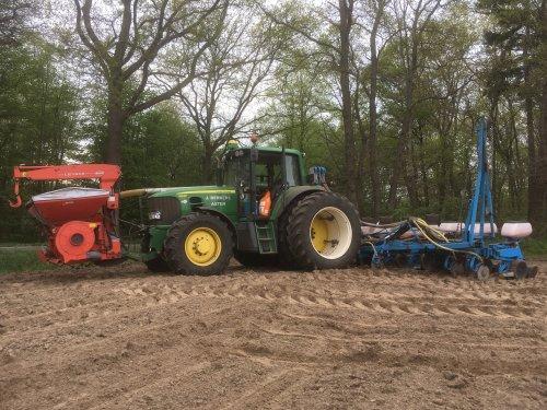 John Deere 6630 + Monosem 12 rijer. Berkers Asten. Geplaatst door RVM op 18-04-2020 om 17:43:43, op TractorFan.nl - de nummer 1 tractor foto website.