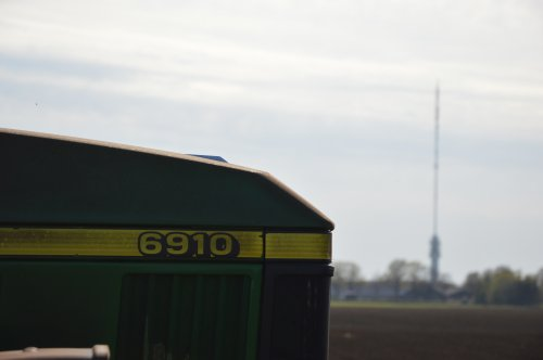 Foto van een John Deere 6910. Geplaatst door rolandfotografie op 20-04-2020 om 19:51:39, op TractorFan.nl - de nummer 1 tractor foto website.