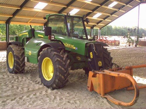 Foto van een John Deere 3400, bijna bezig met balen halen.. Geplaatst door Jaguar870 op 12-06-2008 om 15:45:05, op TractorFan.nl - de nummer 1 tractor foto website.