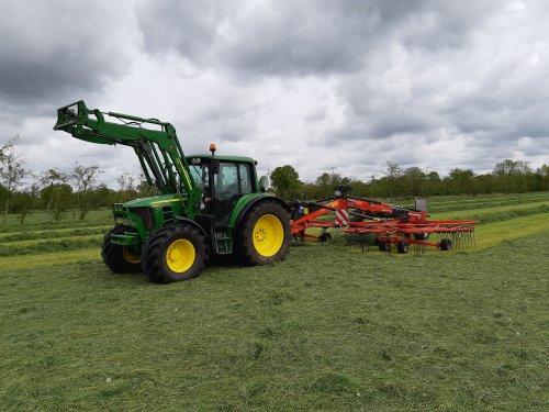 Foto van een John Deere 6430 Premium. Geplaatst door cb6520 op 15-05-2020 om 14:19:26, op TractorFan.nl - de nummer 1 tractor foto website.