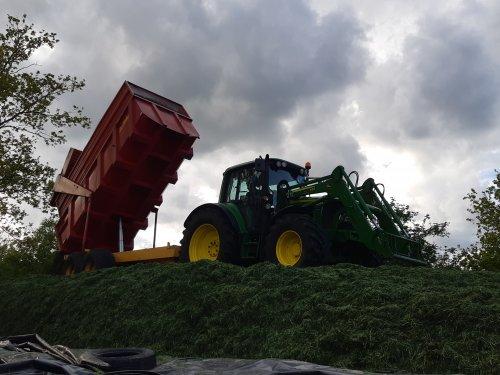 Foto van een John Deere 6430 Premium. Geplaatst door cb6520 op 15-05-2020 om 21:11:27, op TractorFan.nl - de nummer 1 tractor foto website.