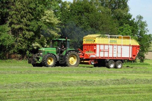 Gras inkuilen  https://youtu.be/a4cF6VgRlAc. Geplaatst door pekkerietfan op 26-06-2020 om 11:46:08, op TractorFan.nl - de nummer 1 tractor foto website.