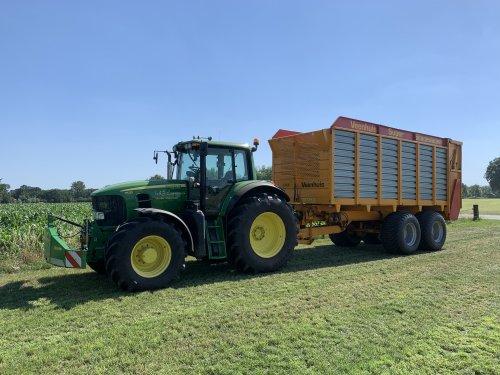 Op deze foto is A.j. Looman & Zn. (Zelhem) × actief met een John Deere 7530 Premium.. Geplaatst door joozt op 01-07-2020 om 08:41:40, op TractorFan.nl - de nummer 1 tractor foto website.