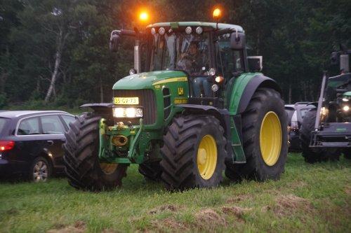 Foto van een John Deere 7530 Premium. Geplaatst door jans-eising op 09-07-2020 om 19:51:16, op TractorFan.nl - de nummer 1 tractor foto website.