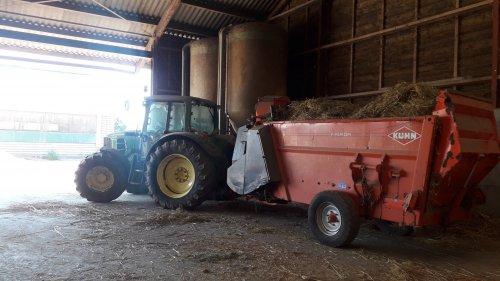 Foto van een John Deere 6430 Premium even instrooien. Geplaatst door johndeere6910forever op 10-08-2020 om 21:49:53, op TractorFan.nl - de nummer 1 tractor foto website.