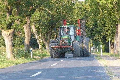 Foto van een John Deere 7810. Geplaatst door allis man op 27-12-2020 om 16:15:19, op TractorFan.nl - de nummer 1 tractor foto website.