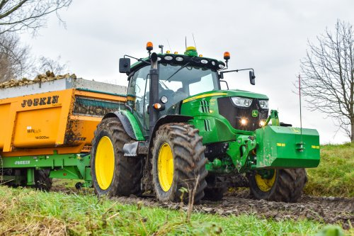 John Deere 6140R van AgricultureVideoNL