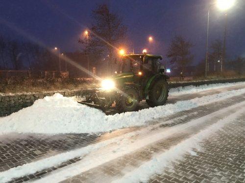 Foto van een John Deere 5820 Tractor. Geplaatst door stevenbruin op 14-02-2021 om 08:46:42, op TractorFan.nl - de nummer 1 tractor foto website.