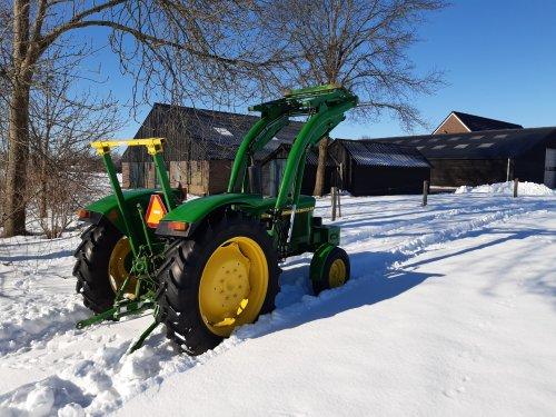 Toch ook nog even een plaatje van mn John Deere 1120 in die nog mooie dikke witte sneeuw.. Geplaatst door Henk 1120 op 15-02-2021 om 23:07:14, met 14 reacties.