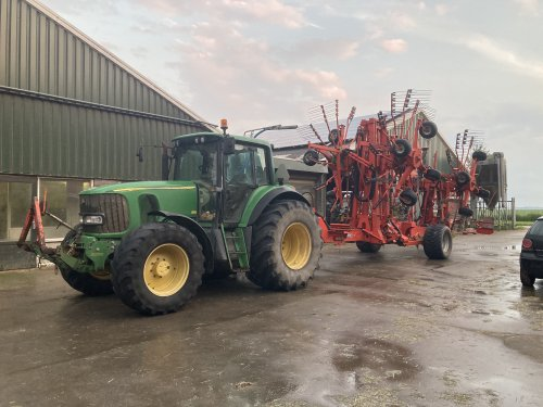 John Deere 6820 van JD BORN 2 FARM