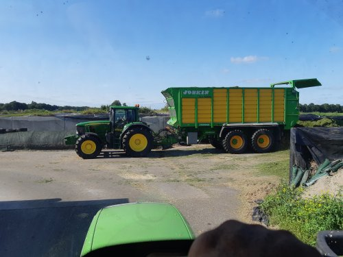 Foto van een John Deere 6830 Premium. Geplaatst door cb6520 op 22-07-2021 om 21:52:17, op TractorFan.nl - de nummer 1 tractor foto website.