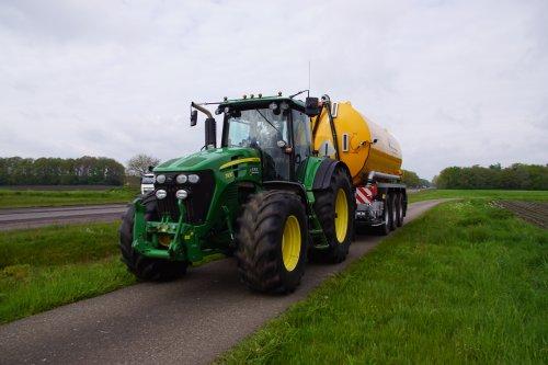 Foto van een John Deere 7930. Geplaatst door jans-eising op 28-07-2021 om 21:00:45, op TractorFan.nl - de nummer 1 tractor foto website.