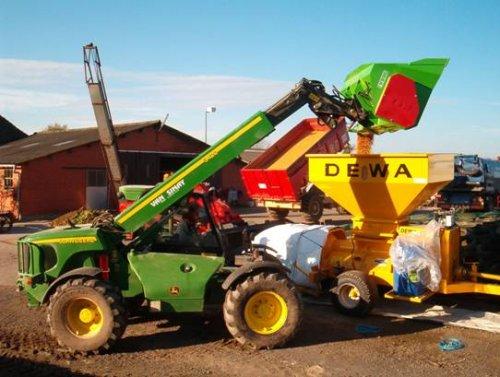 de john deere verrijker mais in de pletter aant kappen. Geplaatst door landbouwwerkenvanlaethem op 25-02-2007 om 05:05:37, met 3 reacties.