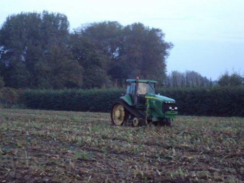 Foto van een John Deere Rups, bezig met maïs hakselen.. Geplaatst door rens_psv op 30-09-2010 om 21:33:41, met 4 reacties.
