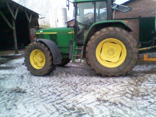 Foto van een John Deere 6010 Serie, bezig met poseren.. Geplaatst door johndeere920 op 17-01-2011 om 21:22:49, op TractorFan.nl - de nummer 1 tractor foto website.