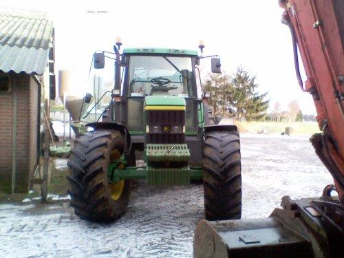 Foto van een John Deere 6010 Serie, bezig met poseren.. Geplaatst door johndeere920 op 17-01-2011 om 21:22:56, op TractorFan.nl - de nummer 1 tractor foto website.
