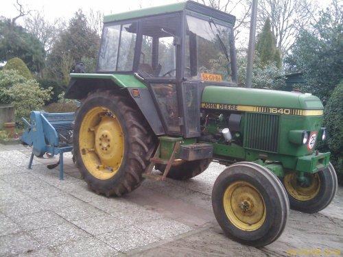Foto van een John Deere 1640, bezig met ploegen / eggen.. Geplaatst door PaulJansen op 07-02-2011 om 23:56:26, op TractorFan.nl - de nummer 1 tractor foto website.