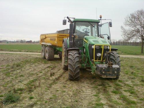 Foto van een John Deere 7720, dagje dumperen. Geplaatst door alhmann-johndeere op 14-04-2011 om 19:14:27, met 4 reacties.