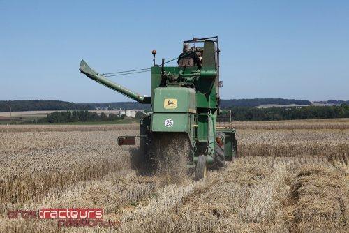 Foto van een John Deere 935.. Geplaatst door GTPcom op 03-08-2011 om 22:28:23, op TractorFan.nl - de nummer 1 tractor foto website.