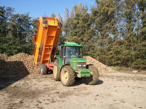 Bieten met 6310 en miedema 130. Geplaatst door Ronald88 op 24-10-2011 om 18:47:42, op TractorFan.nl - de nummer 1 tractor foto website.
