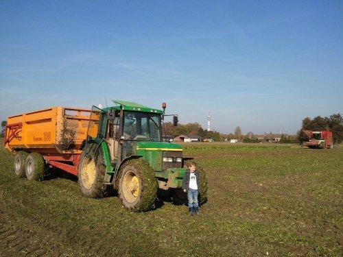 Bietenrooien met 6310 en miedema 130. Geplaatst door Ronald88 op 24-10-2011 om 18:48:00, op TractorFan.nl - de nummer 1 tractor foto website.