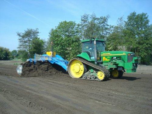 Foto van een John Deere 8410 T.. Geplaatst door Vondiep op 06-11-2011 om 13:00:45, op TractorFan.nl - de nummer 1 tractor foto website.
