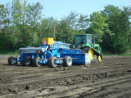 Foto van een John Deere 8410 T.. Geplaatst door Vondiep op 06-11-2011 om 13:00:52, op TractorFan.nl - de nummer 1 tractor foto website.