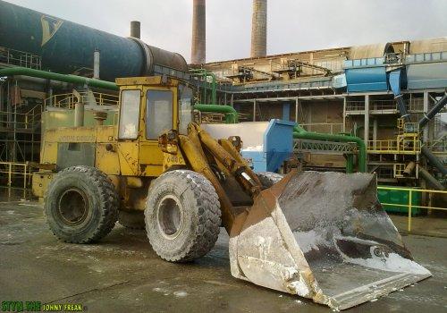 Foto van een John Deere Shovel 644C, bezig met poseren. In het Suikerfabriek van Tienen, België.. Geplaatst door StijnTheDeereDriver op 17-12-2011 om 21:26:07, met 8 reacties.