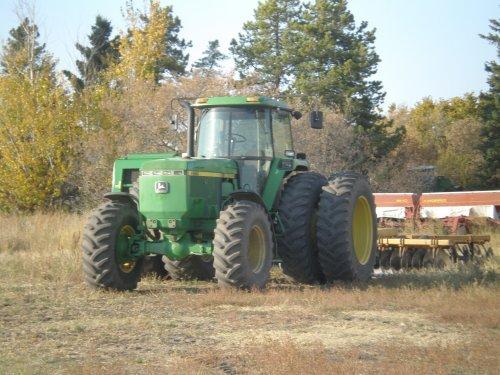Foto van een John Deere 4960, bezig met poseren. Canada 2011. Geplaatst door JohnDElema op 10-01-2012 om 14:23:59, met 10 reacties.