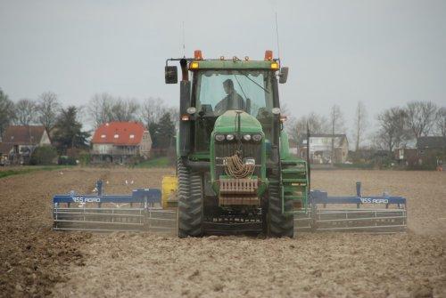 John Deere 8420T met VSS Agro zaaibedbereider van de Biostee uit Zuid Beijerland.. Geplaatst door Martijn380 op 08-04-2012 om 20:25:20, met 9 reacties.