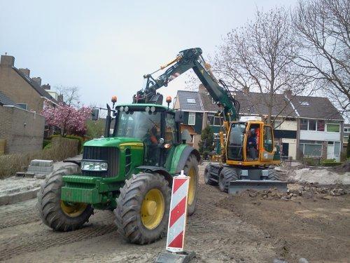 Foto van een John Deere 6630, bezig met poseren.  parkeervakken uitbreken. Geplaatst door -sjonnie- op 24-04-2012 om 19:04:13, op TractorFan.nl - de nummer 1 tractor foto website.