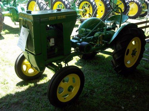 From Winamac,Indiana on July 15,2011 this unstyled John Deere L, bezig met poseren.. Geplaatst door marion5900 op 10-05-2012 om 04:25:14, op TractorFan.nl - de nummer 1 tractor foto website.