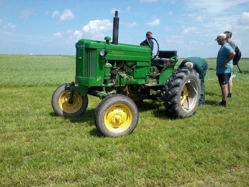 Foto van een John Deere 40, bezig met gras maaien. Mijn opa's John Deere. Geplaatst door JD 6430 The Best op 17-07-2012 om 19:32:29, op TractorFan.nl - de nummer 1 tractor foto website.