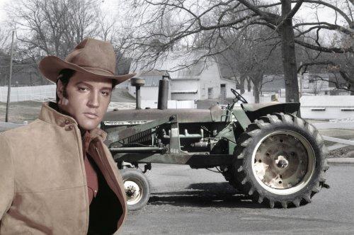 Foto van een John Deere 4010, bezig met poseren. de tractor van elvis presley. Geplaatst door steyrlanzboy op 03-09-2012 om 18:44:52, met 9 reacties.