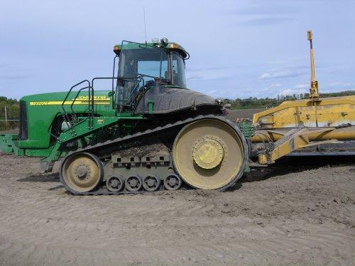 Foto van een John Deere 9320T, bezig met kilveren, foto gemaakt in Manitoba, Canada. Geplaatst door zepie57 op 03-10-2012 om 22:59:02, met 2 reacties.