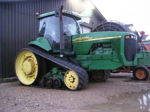 Foto van een John Deere 8410 T, bezig met poseren. Geplaatst door jackie op 21-10-2012 om 12:32:24, op TractorFan.nl - de nummer 1 tractor foto website.